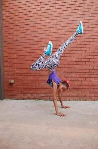 Dom Hip Hop Handstand